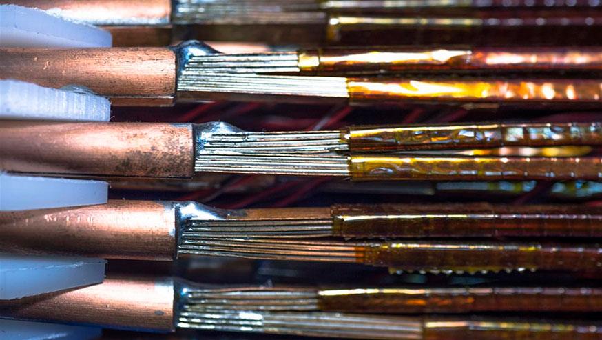 Supraconducteurs développés par le CERN pour transporter des courants de plus de 20 000 ampères