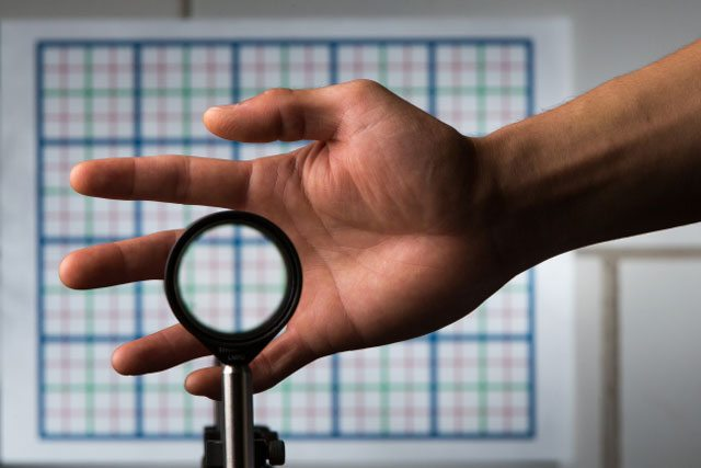 Des chercheurs inventent le premier dispositif d'invisibilité tridimensionnel et multidirectionnel
