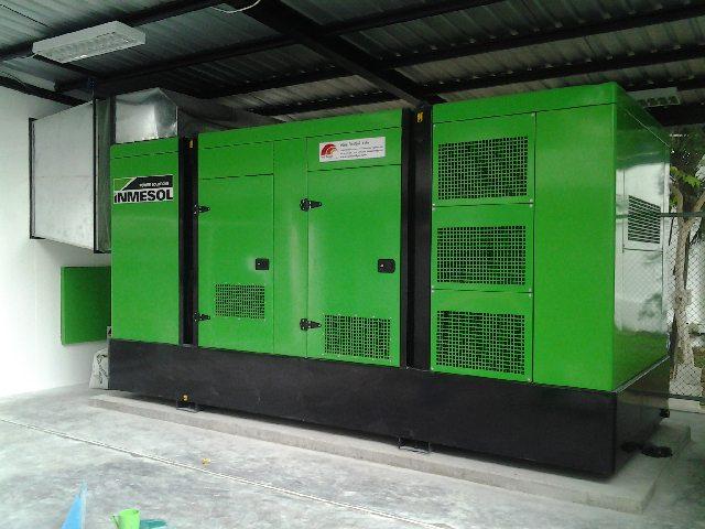 Le groupe électrogène de secours IP-550 après son installation.