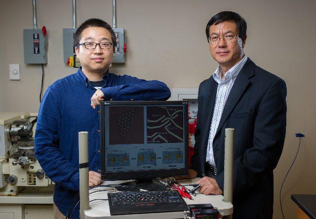 Les chercheurs Georgia Tech Wenzhuo Wu et Zhong Lin Wang