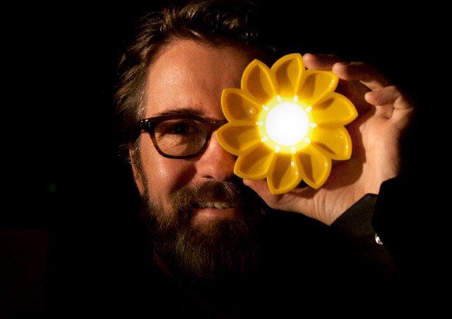 L'artiste Olafur Eliasson et la lampe Litle Sun