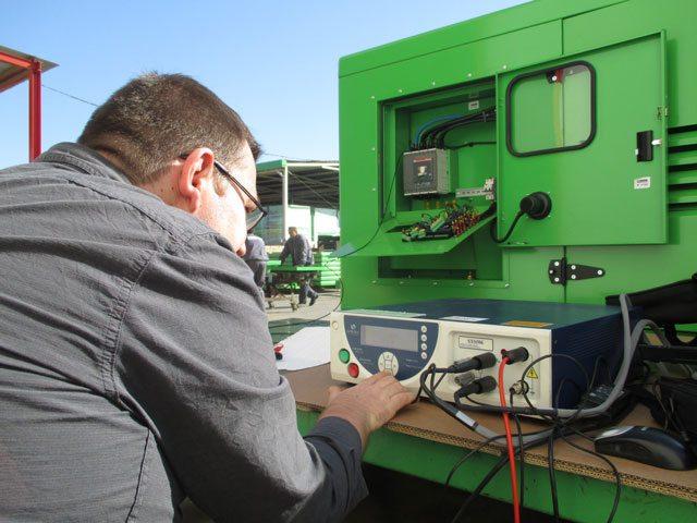 Application d'une tension de 500 Vdc à l'aide d'un multimètre numérique