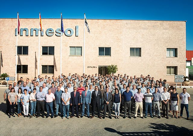 Personnel du Grupo Solano dans les installations d'Inmesol