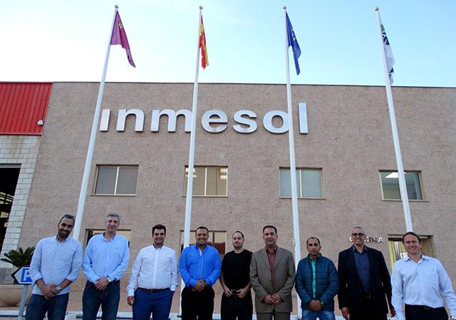 Visiteurs et responsables technique et commercial d'INMESOL