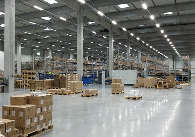 Intérieur d'un entrepôt de distribution de produits pharmaceutiques de Werne (Allemagne)