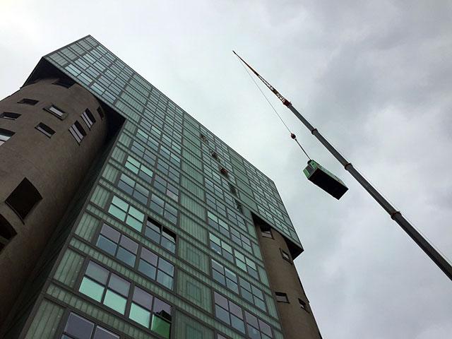 Le groupe électrogène IV-110 fût déplacé sur le toit du bâtiment