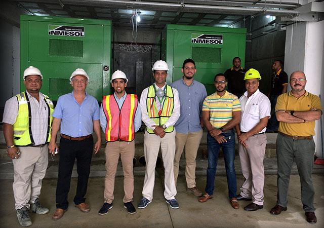 Directeurs techniques de travaux, techniciens d'entretien de l'hôpital, installateurs et commerciaux après l'installation et la mise en service des groupes électrogènes
