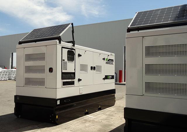 Gamme Rental (location) de groupes électrogènes avec des panneaux solaires