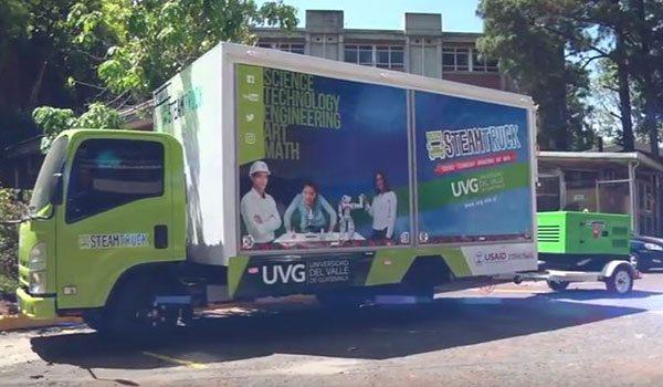 Le Steam Truck transportant le groupe électrogène mobile INMESOL, modèle IK-015