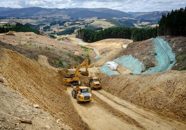 Travaux de terrassement lors de la construction de l'autoroute Gully