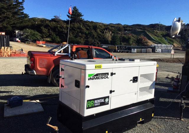 Un groupe électrogène 30 kVA PRP à pied d'œuvre sur le chantier de l'autoroute Gully
