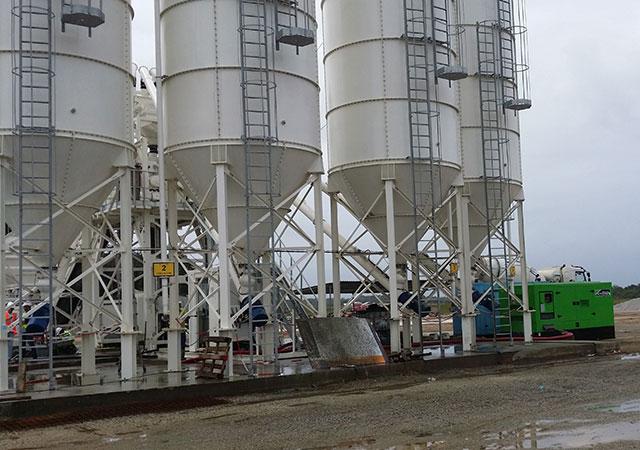 Groupe électrogène de 440 kVA LTP dans la centrale à béton située dans le Centre Spatial Guyanais
